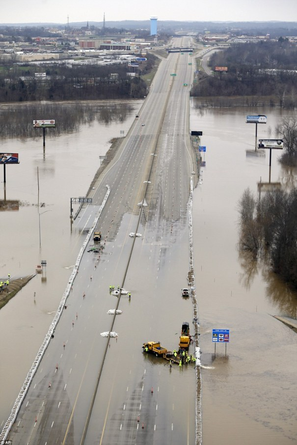 I-55 flooded at Meramec River N of Arnold MO 20151231 AP photo