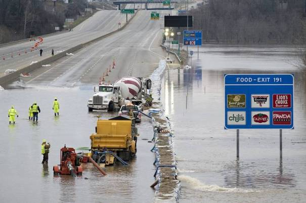 I-55 flooded at Meramec River N of Arnold MO 20151231 WSJ photo